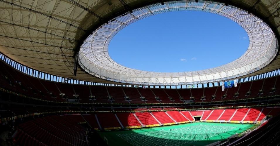 13.jun.2013 - Estádio Mané Garrincha, em Brasília, está pronto para receber a cerimônia de abertura da Copa das Confederações, neste sábado