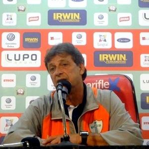 Edson Pimenta, técnico da Portuguesa, concede entrevista coletiva