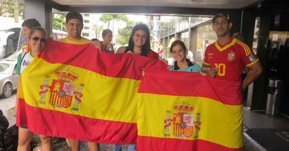 A seleção da Espanha está hospedada em um hotel no Recife, onde estreará no próximo domingo na Copa das Confederações contra o Uruguai. A presença da Fúria na capital pernambucana tem atraído diversos torcedores