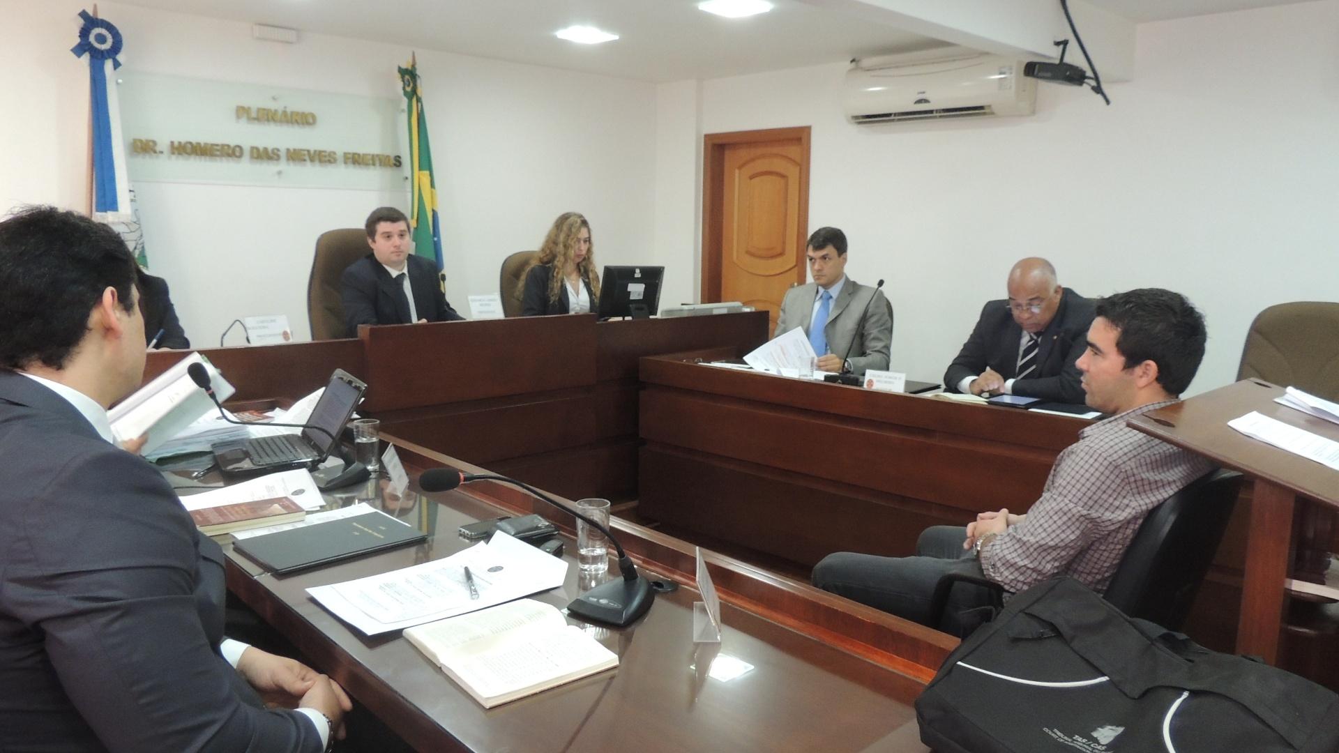 14/06/2013 - O meia Deco responde por caso de doping no banco dos réus do TJD-RJ