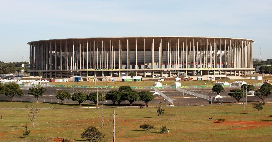 15.jun.2013 - Vista do estádio Mané Garrincha, que receberá o jogo de abertura da Copa das Confederações entre Brasil e Japão