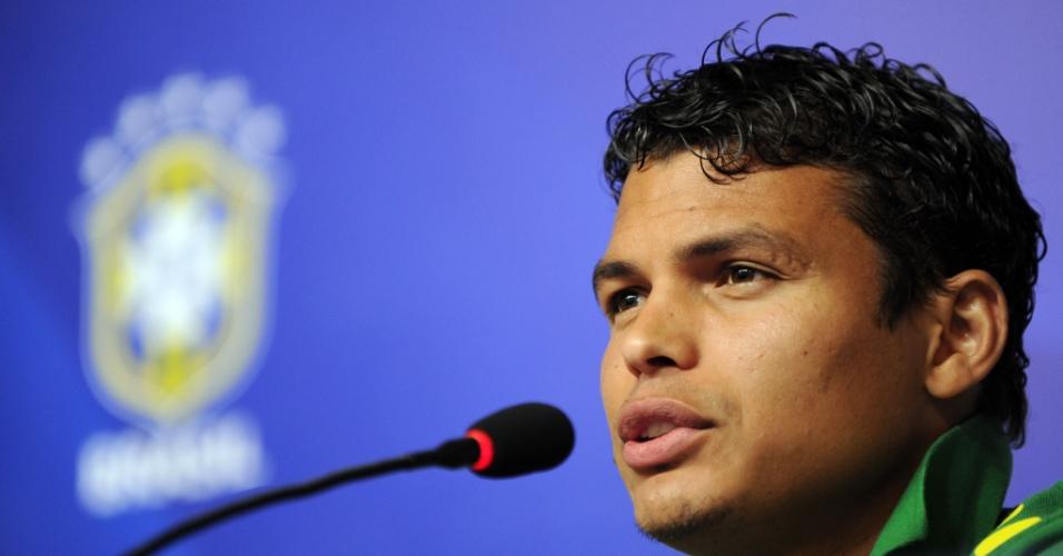 16.junho.2013 - Capitão da seleção, zagueiro Thiago Silva dá entrevista coletiva