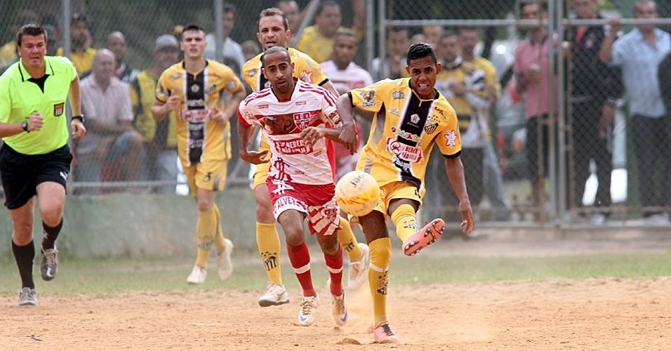 Ajax, da Vila Rica (de amarelo), venceu o Colorado, da Cidade Castro Alves, por 6 a 1