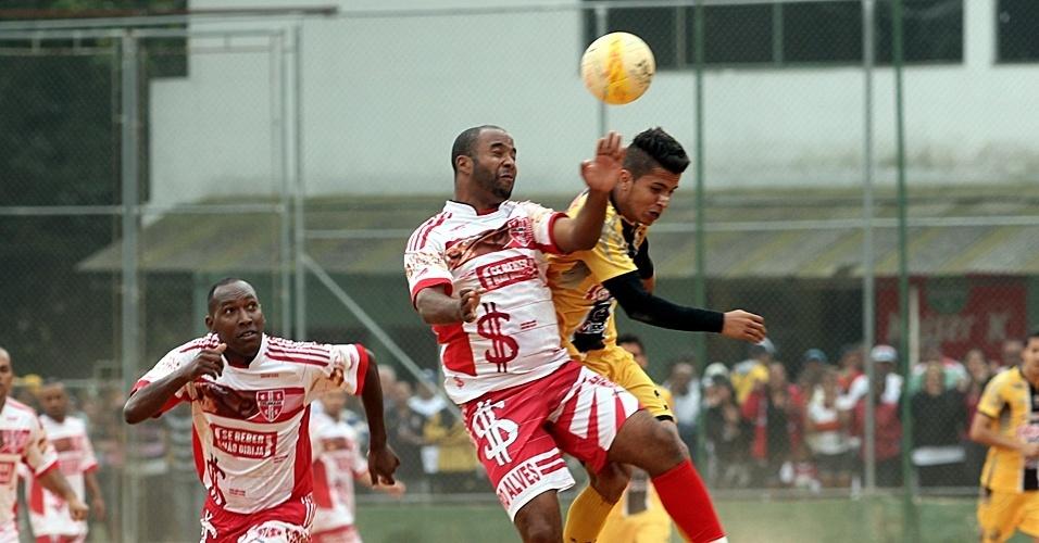 Ajax, da Vila Rica (de amarelo), venceu o Colorado, da Cidade Castro Alves, por 6 a 1 e manteve o 100% na Copa Kaiser