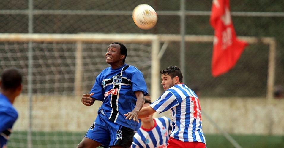 União Carranca (de azul), da Vila Industrial, fez 5 a 1 no Americano, da Vila Formosa, e se classificou para a segunda fase da Série B