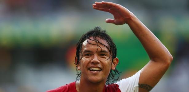 Marama Vahirua comemora o gol marcado pelo Taiti na derrota por 6 a 1 para a Nigéria