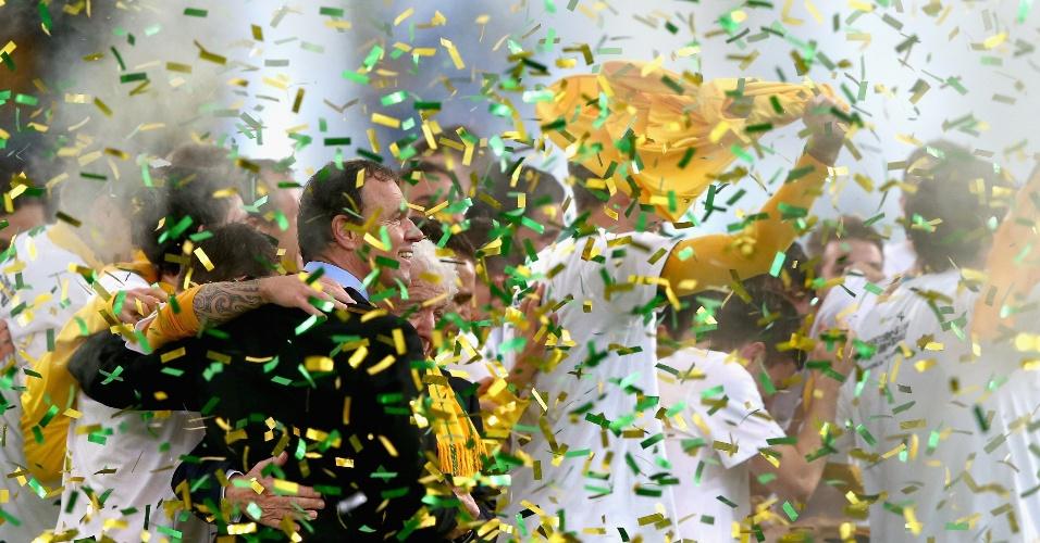 18.jun.2013 - Jogadores da Austrália comemoram a classificação da equipe para a Copa do Mundo-2014 após a vitória por 1 a 0 sobre o Iraque