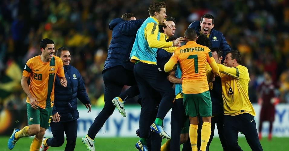 18.jun.2013 - Jogadores da Austrália comemoram classificação para a Copa do Mundo-2014 após a vitória por 1 a 0 sobre o Iraque