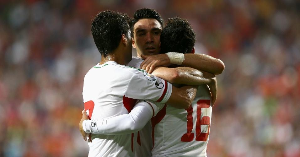 18.jun.2013 - Jogadores do Irã comemoram o gol da vitória por 1 a 0 sobre a Coreia do Sul; resultado classificou a equipe para a Copa-2014
