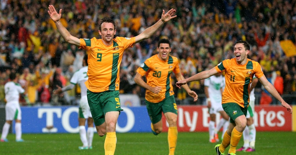 18.jun.2013 - Joshua Kennedy comemora após marcar o gol da vitória por 1 a 0 da Austrália sobre o Iraque; resultado classificou os Socceroos para a Copa do Mundo-2014