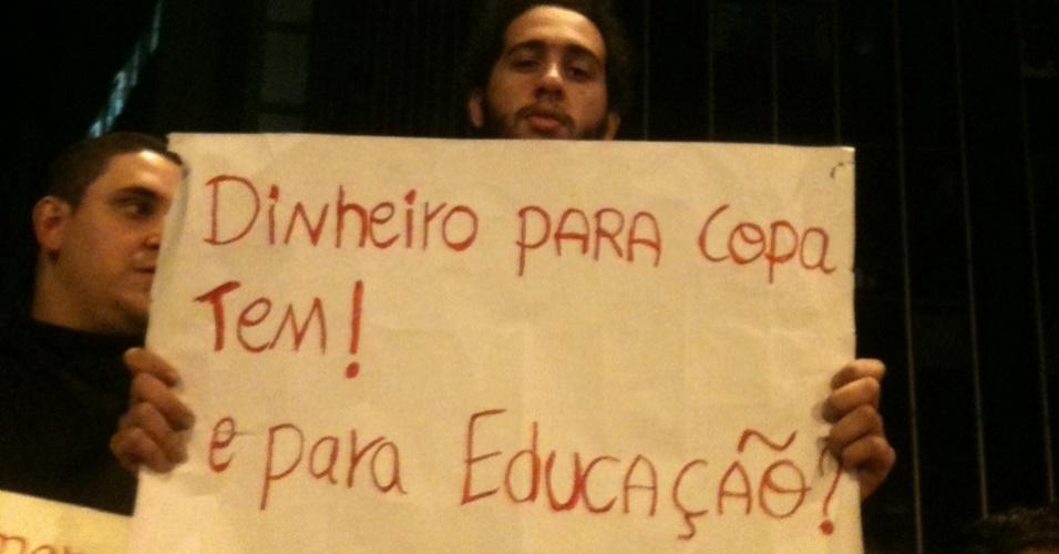 O estudante Anderson Luas, 20, protesta no centro de Belo Horizonte, na última segunda-feira