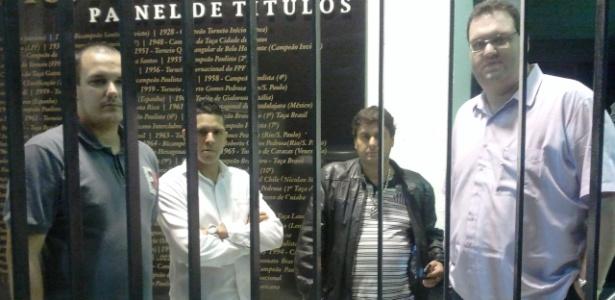 Sócios do Santos são barrados na reunião do conselho sobre a venda de Neymar - Samir Carvalho/UOL