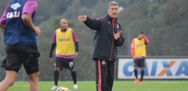 Técnico Ricardo Drubscky durante treino do Atlético-PR (18/06/2013)