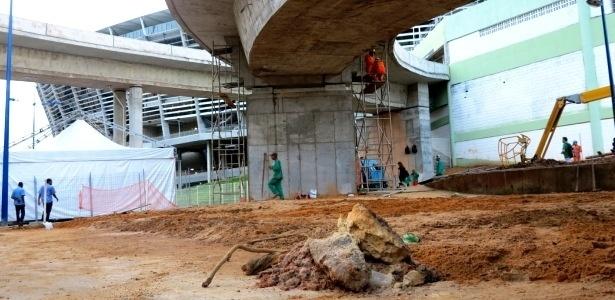 """Entorno da Fonte Nova ainda passava por obras na véspera da """"estreia"""" do estádio nas Confederações"""