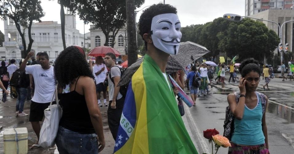20.jun.2013 - A Arena Fonte Nova, em Salvador, vai sediar a partida entre Nigéria e Uruguai nesta quinta-feira. Torcedores foram ao estádio para protestar