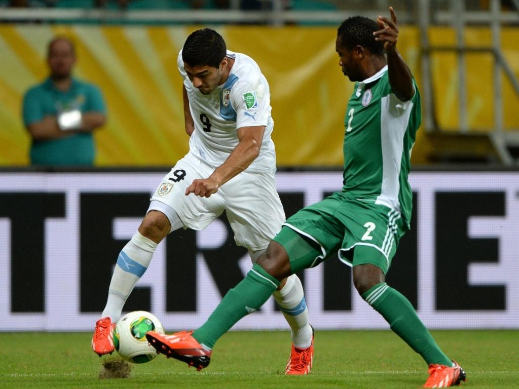 20.jun.2013 - Luis Suarez, do Uruguai , tenta cruzamento durante partida contra a Nigéria durante Copa das Confederações