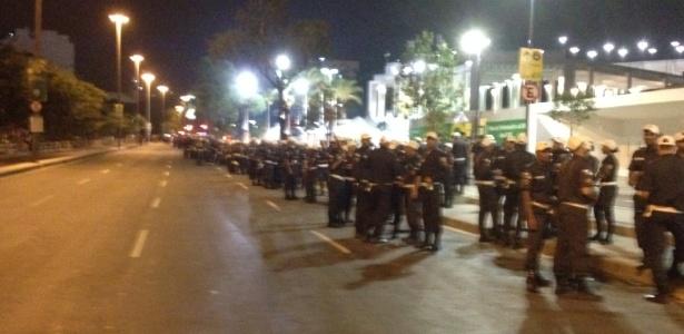 Aproximadamente 700 policiais estão em prontidão nos arredores do estádio