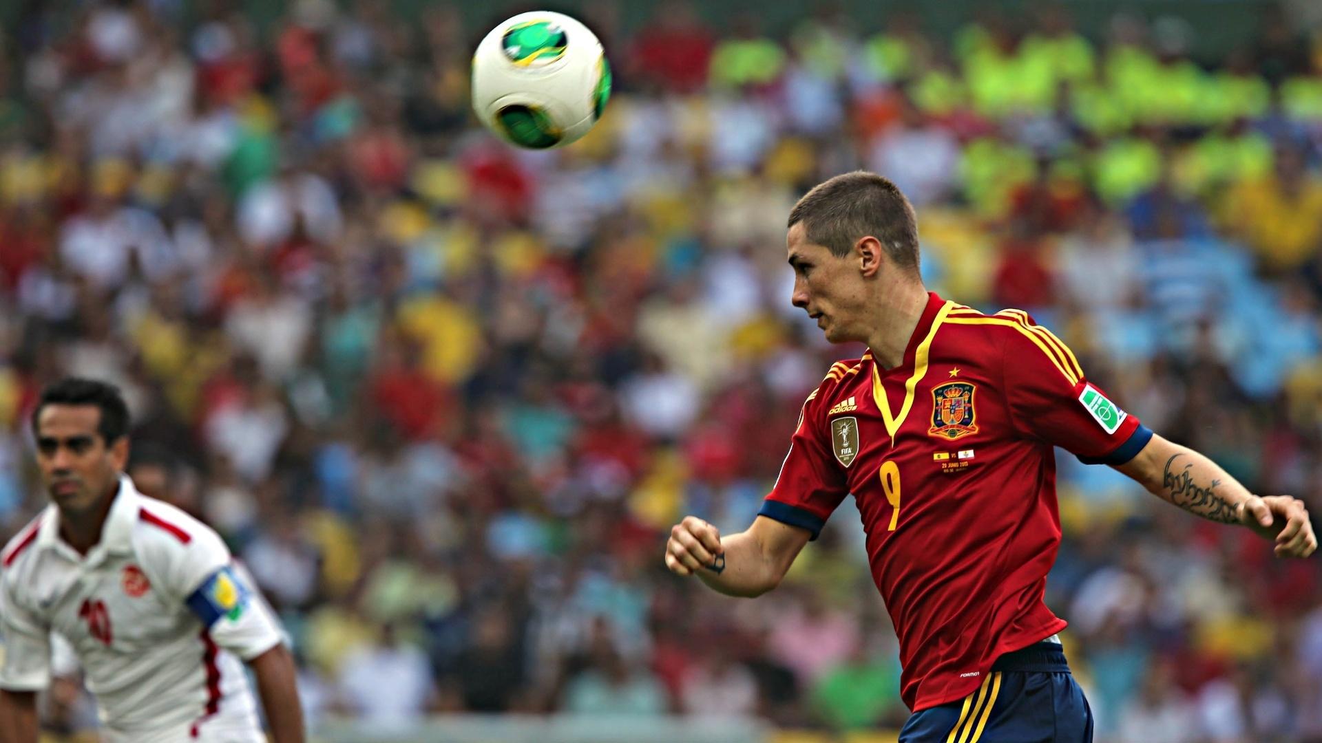 20.junho.2013 - Atacante espanhol Fernando Torres tenta jogada