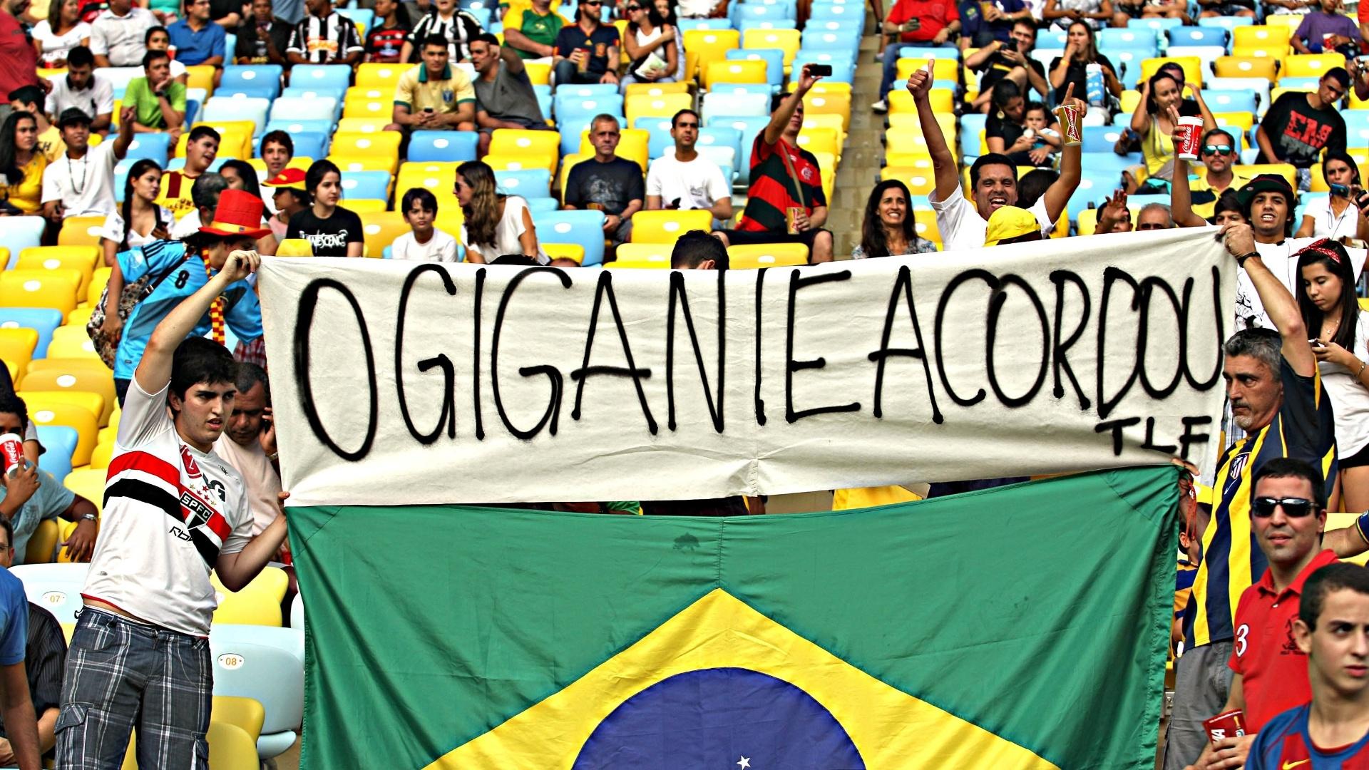 20.junho.2013 - Protesto de brasileiros toma lugar também dentro do Maracanã