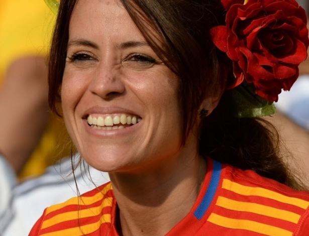 20.junho.2013 - Torcedora da Espanha prestigia o time no Maracanã