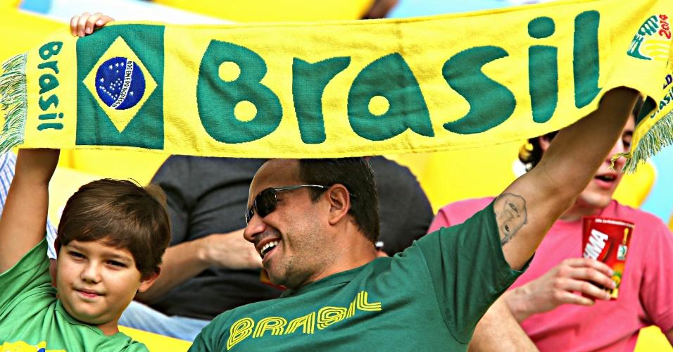 20.junho.2013 - Torcedores do Brasil comparecem para ver Espanha x Taiti