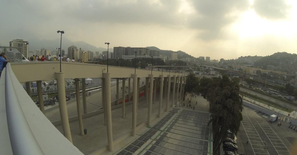 20.junho.2013 - Torcida começa a chegar ao Maracanã para ver Espanha x Taiti