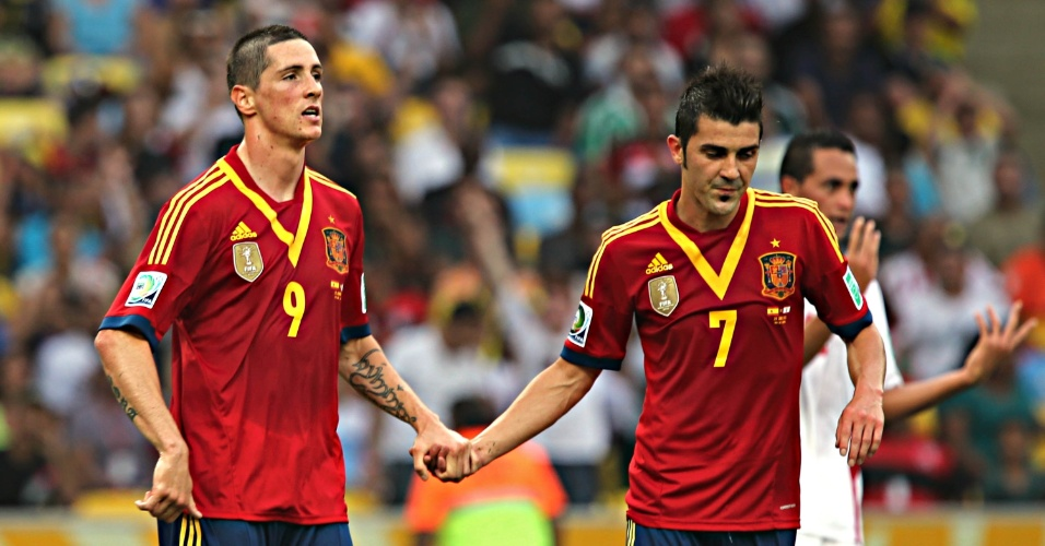 20.junho.2013 - Torres (esq.) comemora com Villa (dir.)