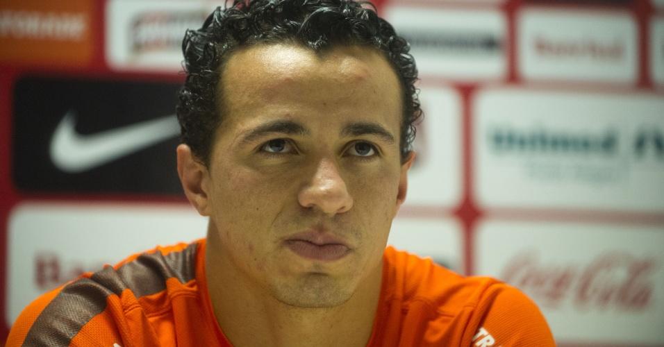 Leandro Damião concede entrevista no CT do Parque Gigante (20/06/2013)