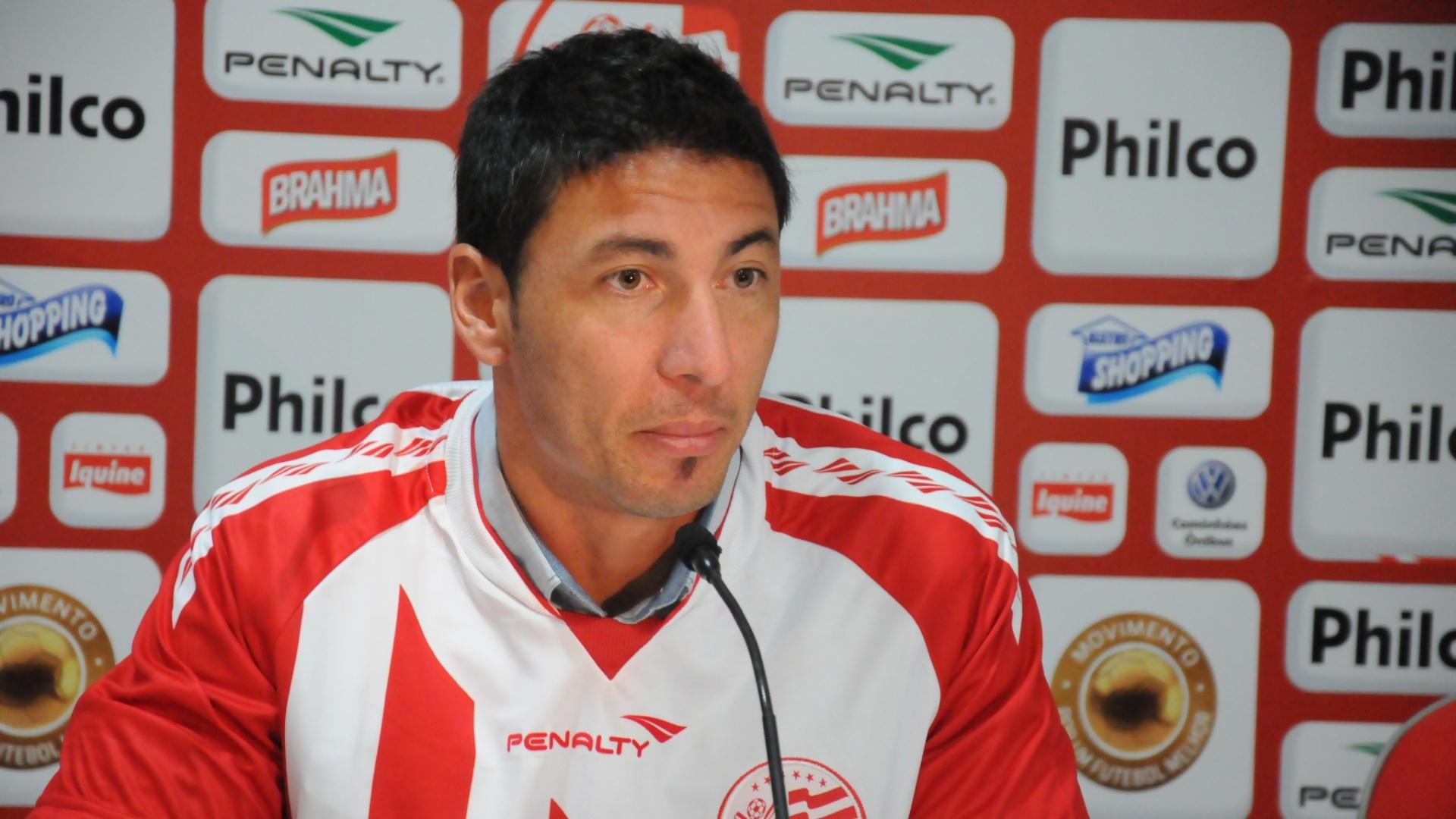 Juan Olivera concede primeira entrevista coletiva como jogador do Náutico