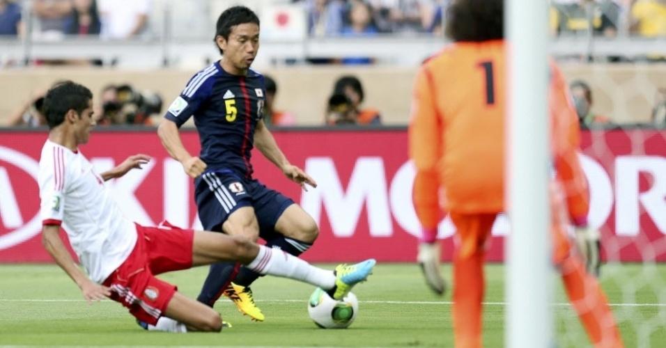 22.jun.13 - Yuto Nagatomo faz jogada pela seleção japonesa contra o México pela Copa das Confederações