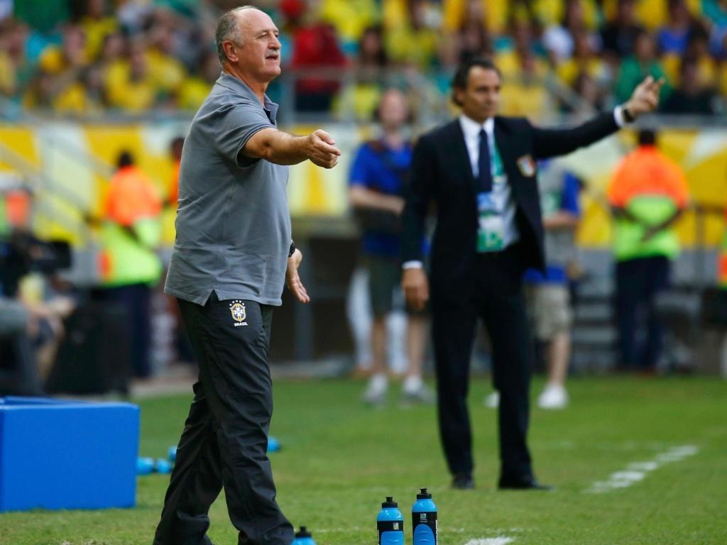 22.jun.2013 - Felipão orienta seleção brasileira durante partida contra a Itália