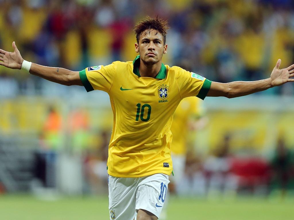 22.jun.2013 - Neymar corre de braços abertos após marcar segundo gol do Brasil sobre a Itália