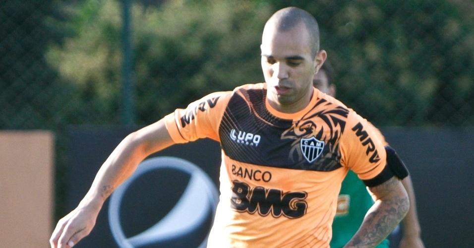Atacante Diego Tardelli durante treino do Atlético-MG na Cidade do Galo (21/6/2013)