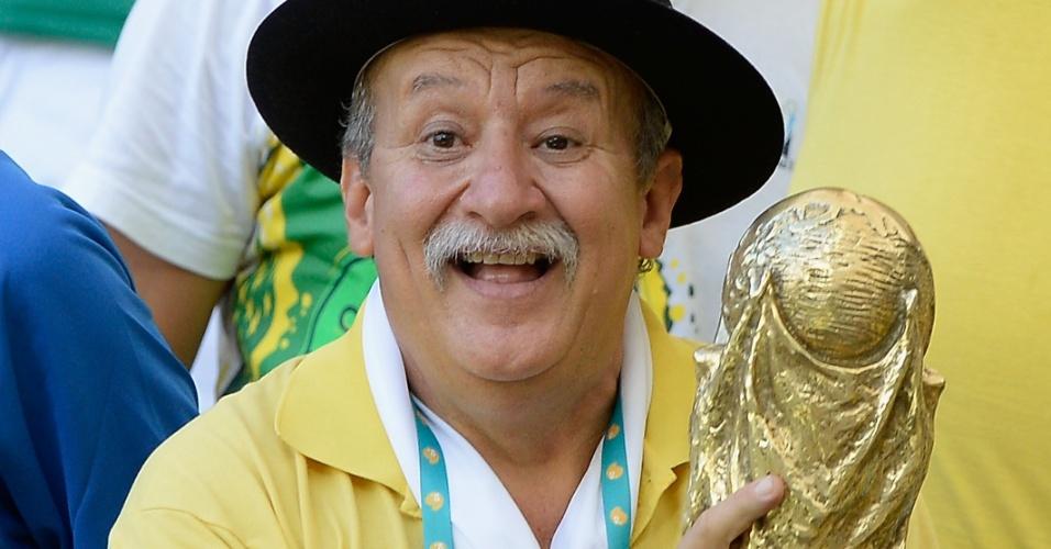 Clovis Fernandes, o Gáucho da Copa, tradicional figura dos estádios em Copa do Mundo, aparece em Brasil 4 x 2 Itália, na Fonte Nova