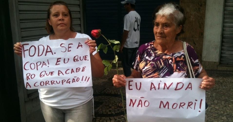 Idosas protestam contra a Copa do mundo em Belo Horizonte