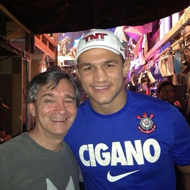 Júnior Cigano aproveita gravação no Altas Horas, da TV Globo, e posta foto com o apresentador Serginho Groisman