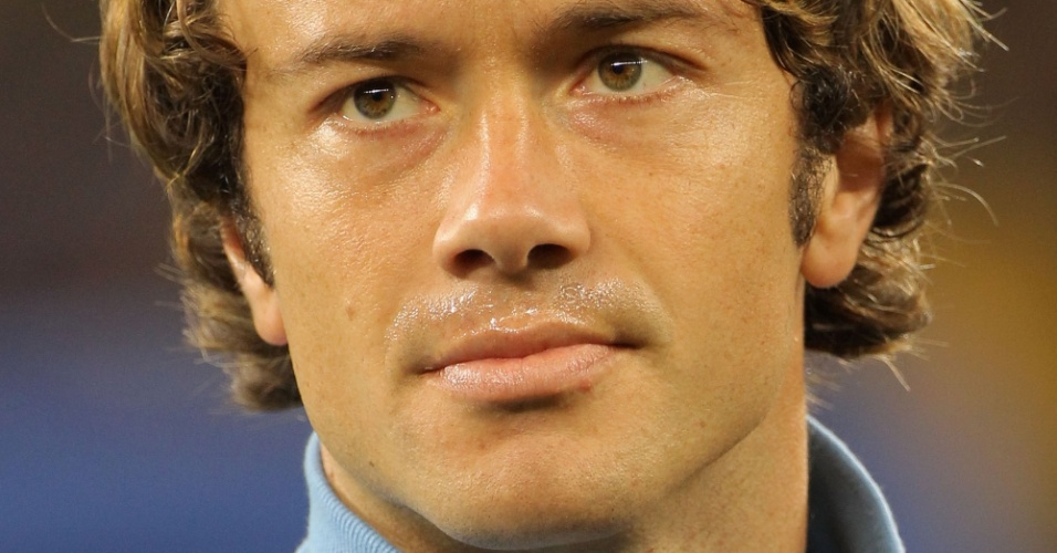 11.jun.2010 - Zagueiro Diego Lugano, do Uruguai, é fotografado antes de jogo contra a França pela Copa do Mundo
