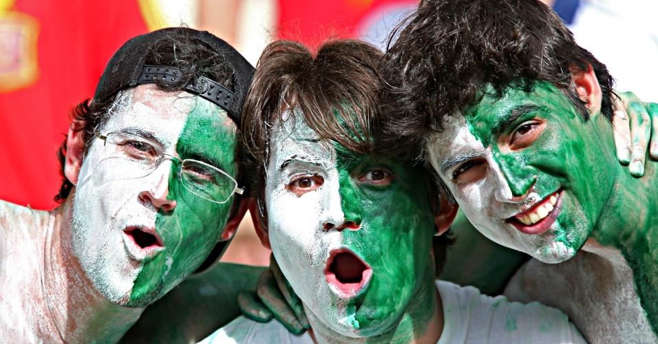 23.jun.2013 - Torcedores da Nigéria fazem a festa no Castelão