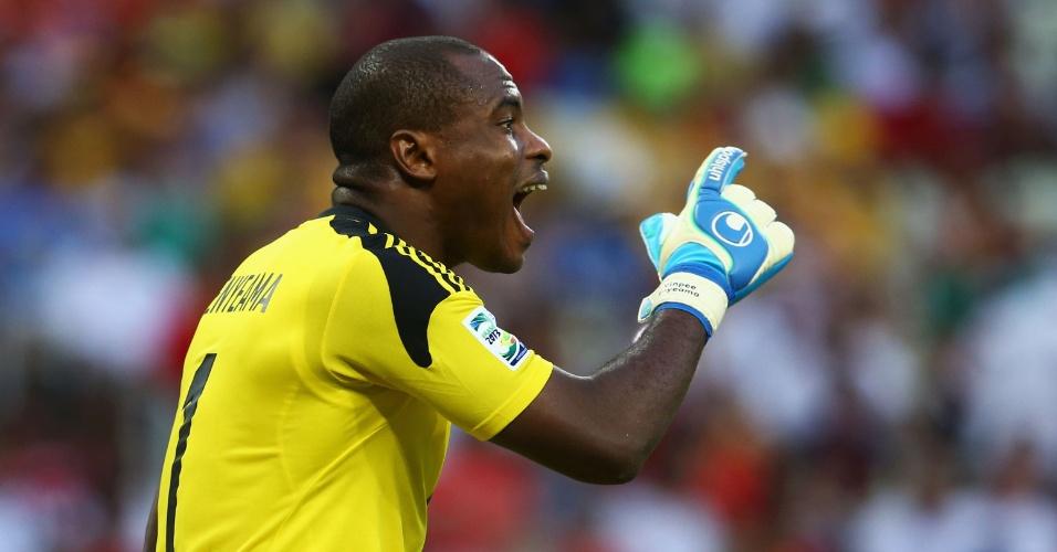 23.jun.2013 - Vincent Enyeama reclama durante a derrota por 3 a 0 da Nigéria para a Espanha no Castelão pela Copa das Confederações