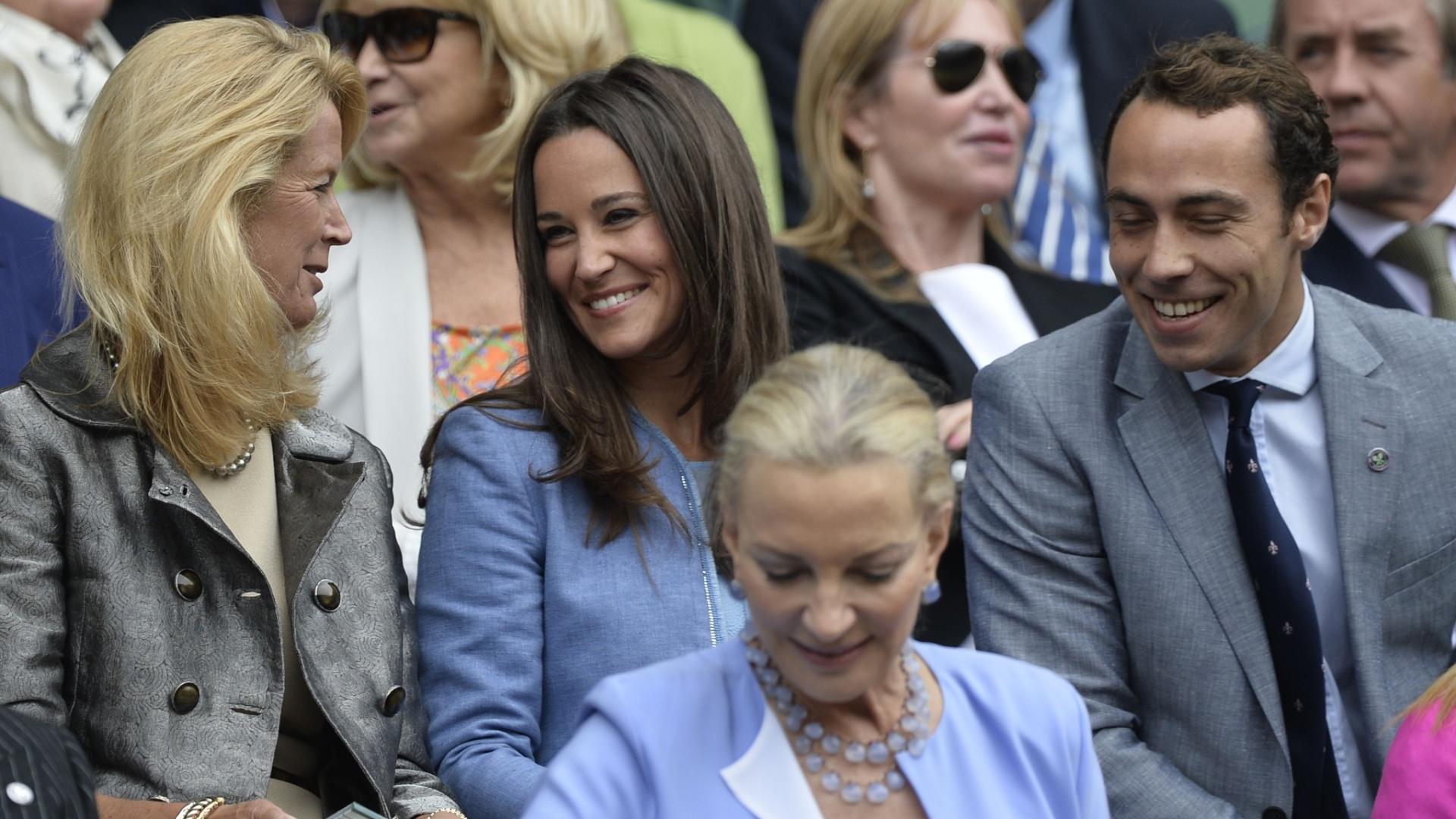 24.jun.2013 - Pippa e James Middleton, irmãos da duquesa de Cambridge Kate Middleton, assistem à estreia de Roger Federer em Wimbledon