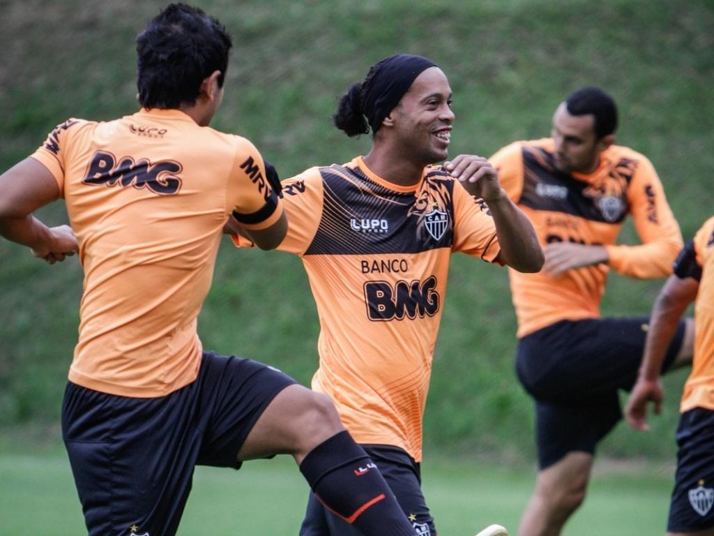 25 jun 2013 - Jogadores do Atlético-MG durante treino físico na Cidade do Galo, em Vespasiano