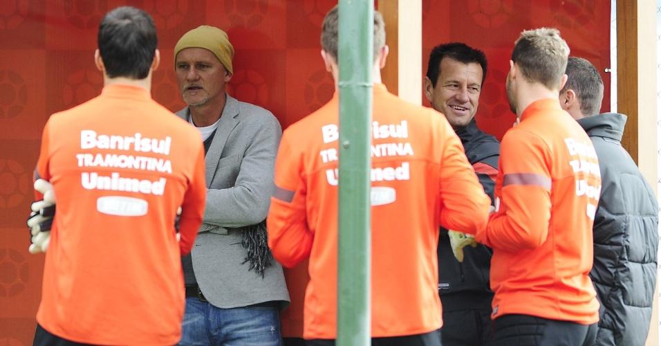 Taffarel e Dunga se reencontraram em treino físico do Inter, nesta terça-feira (25/06/13)