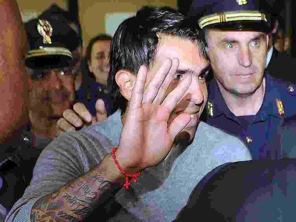 26.06.2013 - Tevez é recebido com festa pela torcida como novo jogador da Juventus - DANIEL DAL ZENNARO / EFE