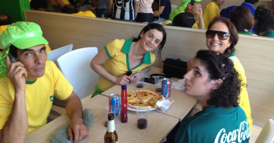 26.jun.2013 - Alaíde Bonato e sua família chegaram de Barbacena às 10h e