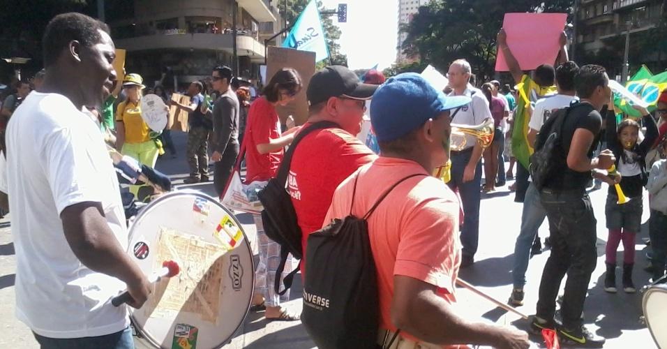 26.jun.2013 - Banda comparece à manifestação na Praça Sete de Setembro, em Belo Horizonte; capital mineira deve ser palco de diversos protestos nesta quarta, dia do jogo entre Brasil e Uruguai pela Copa das Confederações