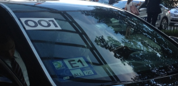 Blatter voltou ao Brasil para acompanhar as semis e deixa hotel de carro para ir ao Mineirão