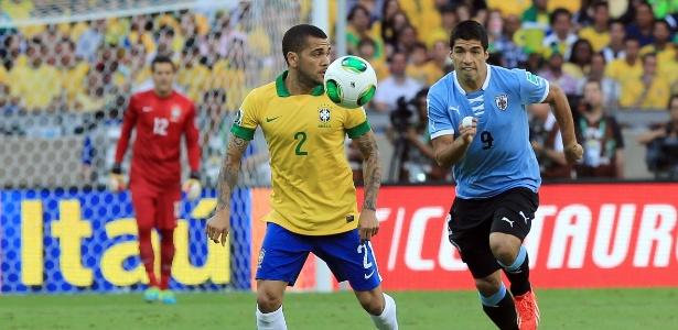 Suárez contra o Brasil em 2013; atacante levou críticas de ex-goleiro por mordidas