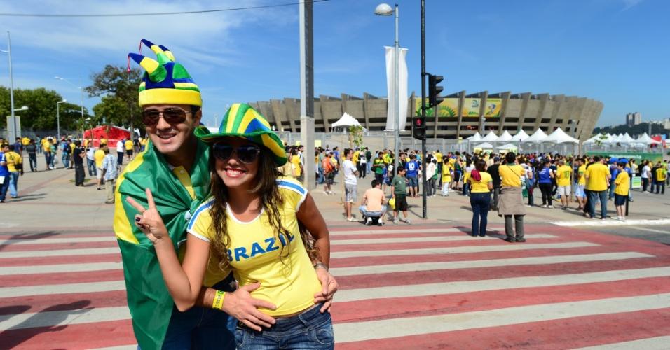 26.jun.2013 - Torcedores começam a chegar ao Mineirão para o duelo entre Brasil e Uruguai pelas semifinais da Copa das Confederações