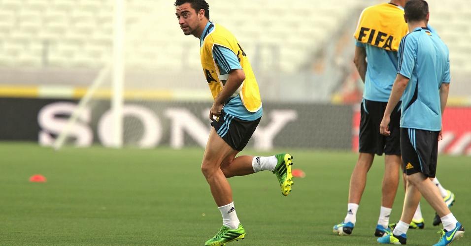26.jun.2013 - Xavi corre durante último treino da Espanha antes de semifinal contra a Itália