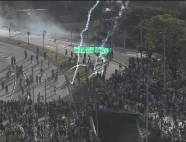 26.jun.2013 -Manifestantes entram em confronto com a polícia em Belo Horizonte